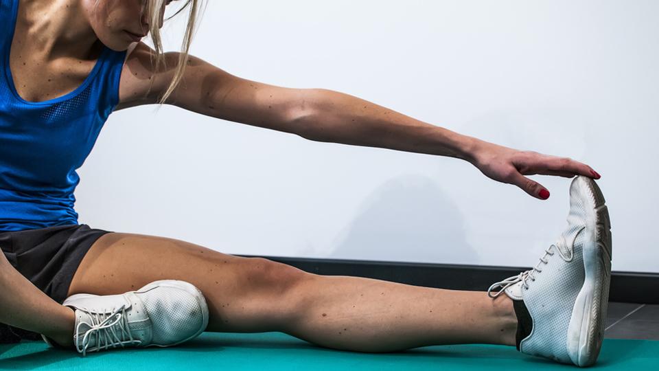 O alongamento ajuda ou atrapalha na corrida? Entenda as diferenças