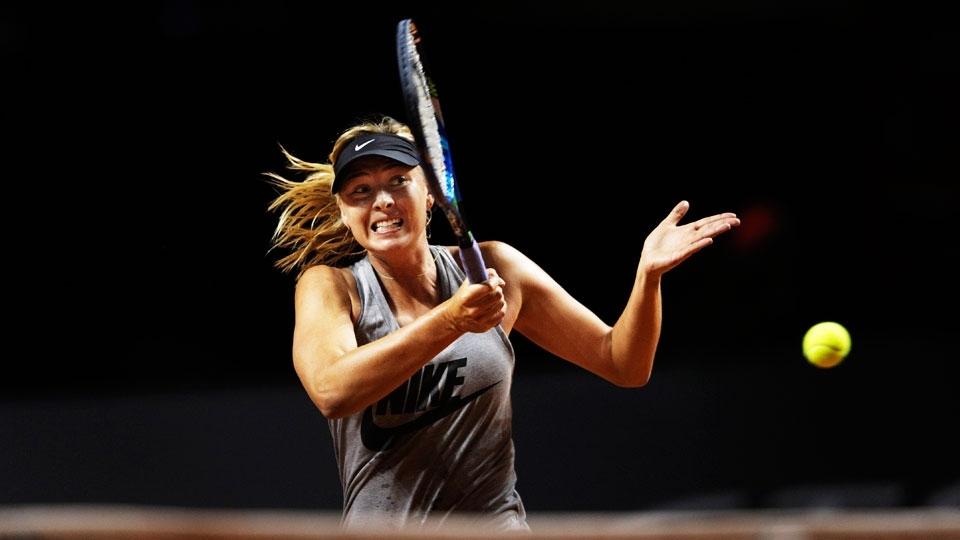 Ela voltou! Após 15 meses suspensa, Sharapova vence número 36 do mundo em Stuttgart
