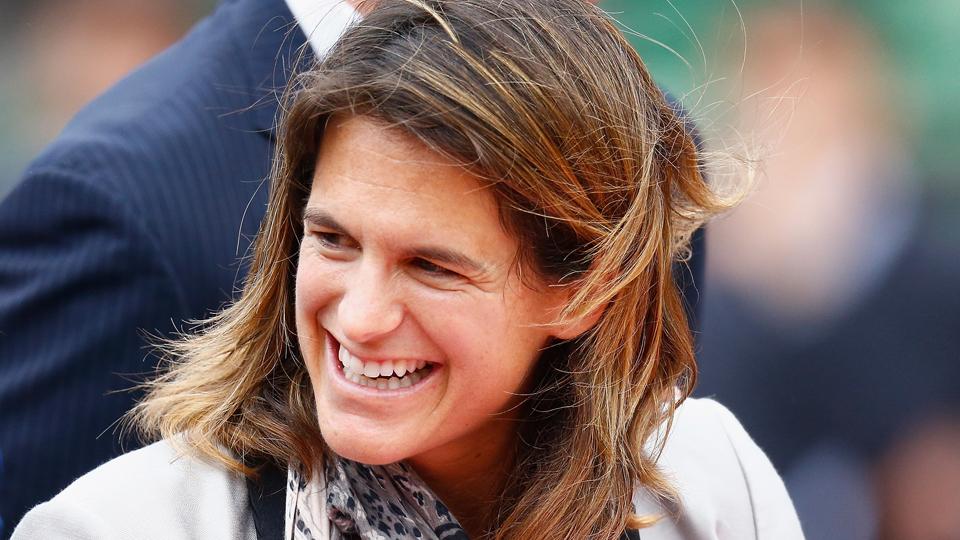 Primeira francesa a alcançar o topo do ranking do tênis, Amélie Mauresmo é mãe mais uma vez