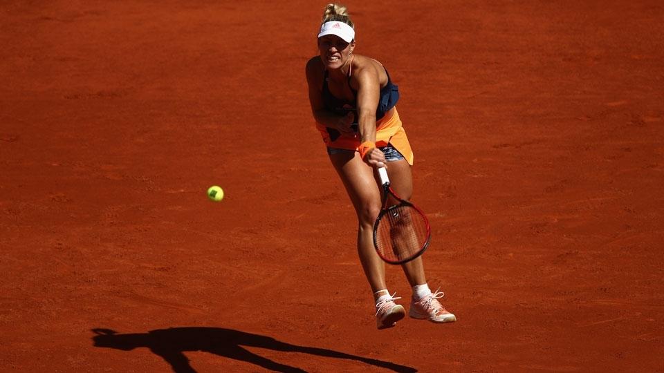 Kerber acaba com 'maldição' em Madri, bate Babos na estreia e retoma topo do ranking