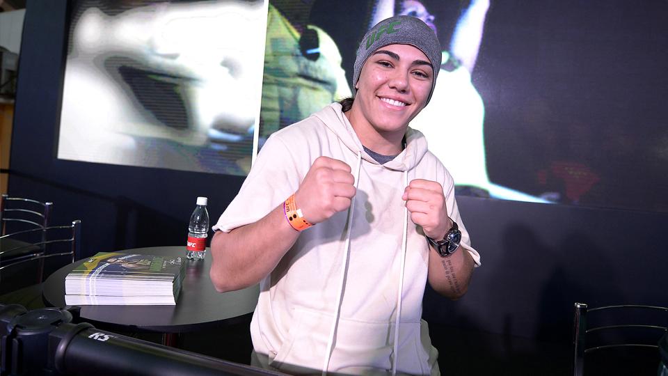 Na contagem regressiva para a disputa pelo cinturão do UFC, Jéssica Andrade relembra sua carreira