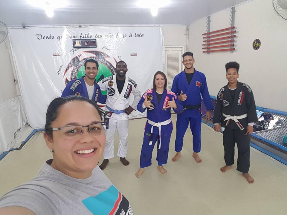 Marcelle com seus amigos de treino. (Foto: Facebook)
