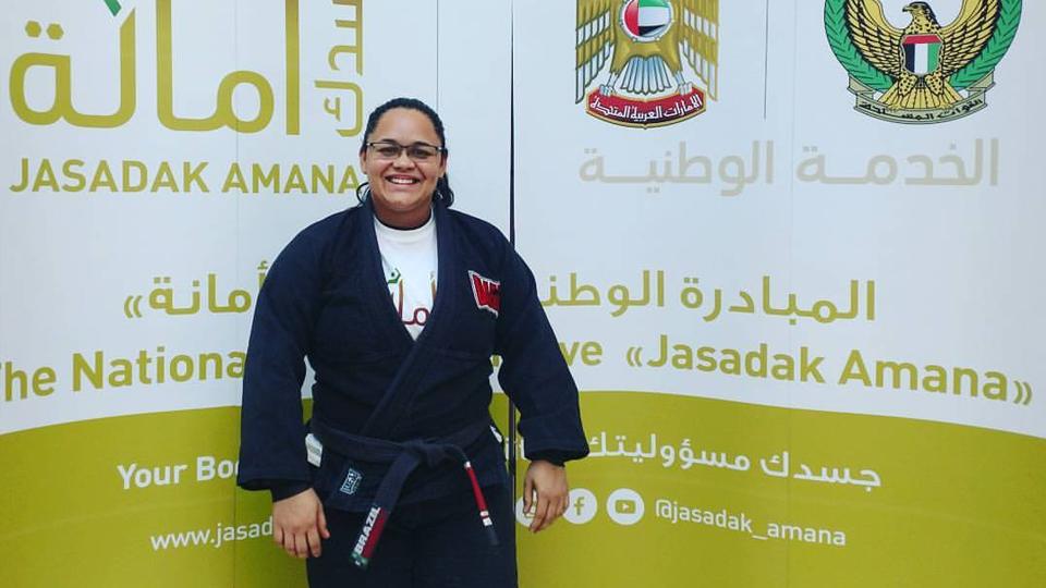 Professora carioca fala sobre a experiência de ensinar jiu-jitsu a mulheres em Abu Dhabi