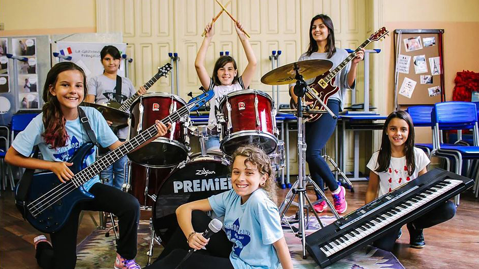 Curitiba sedia pela primeira vez o Girls Rock Camp, projeto de empoderamento feminino através da música