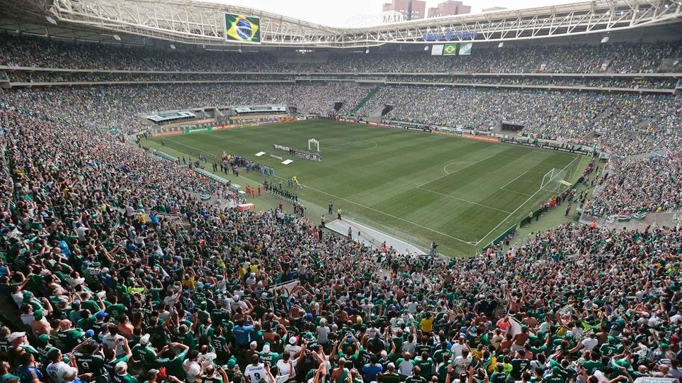 """Maior organizada do Palmeiras decide abolir grito de """"bicha"""" no estádio"""