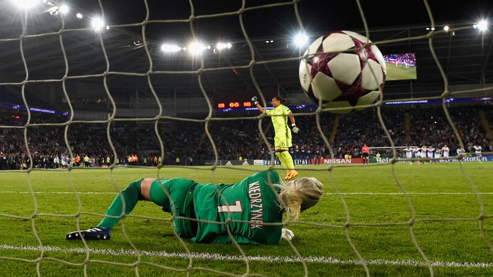 É tetra! Em 'disputa particular' de goleiras nos pênaltis, Lyon iguala recorde de títulos da Champions League feminina