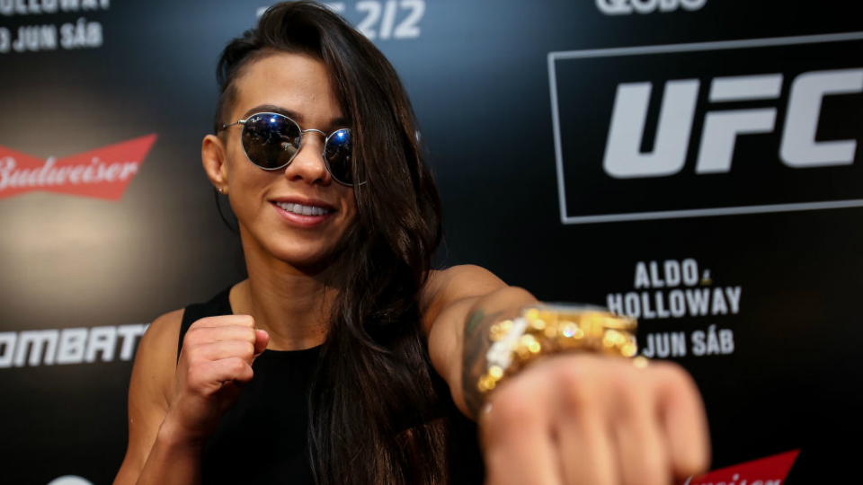 Rebeldia, determinação e força: Cláudia Gadelha é pura superação no MMA