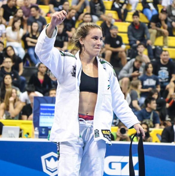 Luiza Monteiro, campeã do peso médio. (Foto: Instagram @graciemagazine)
