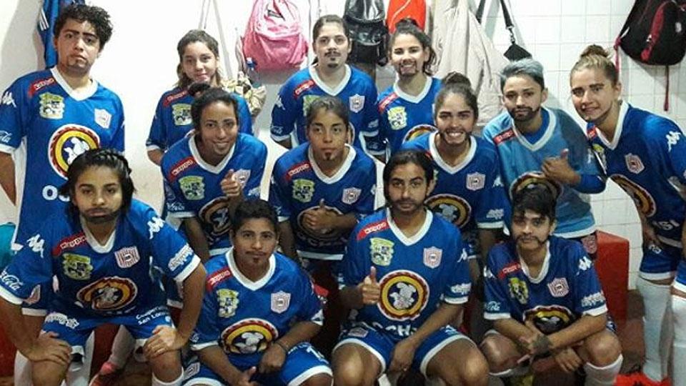 No Paraguai, time feminino se veste de homem em protesto: 'Eles sim têm a total atenção'