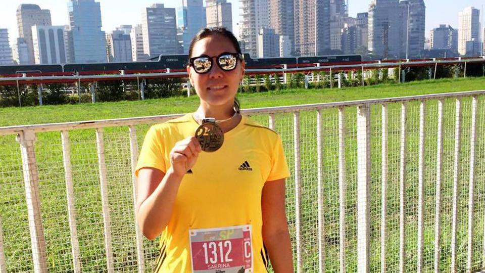 A corredora Sabrina Cho aborda a questão de muitos atletas: como conciliar treinos com trabalho e vida social?