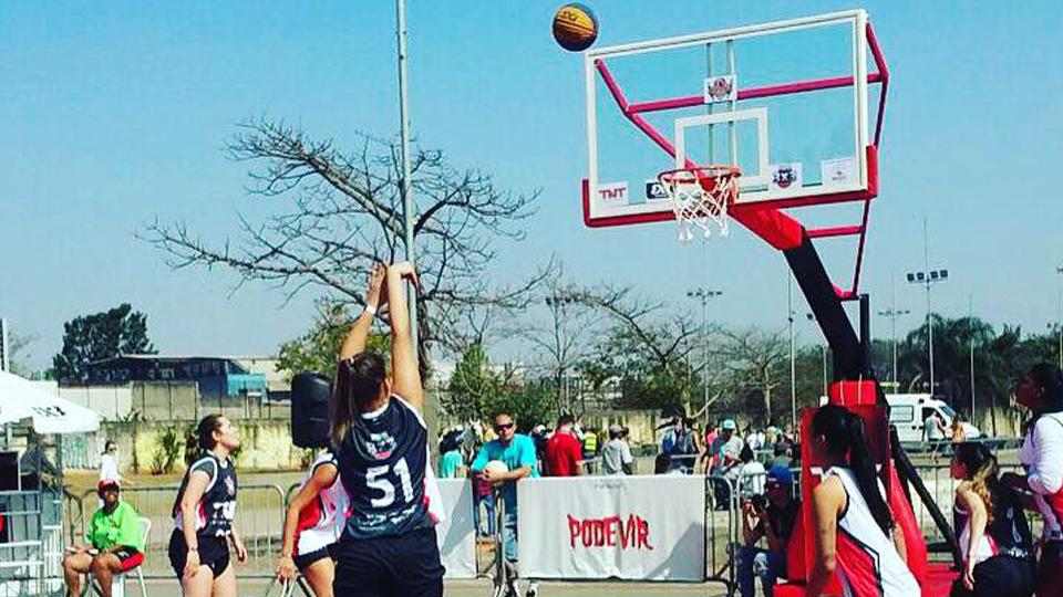 Persistência, superação e solidariedade mantêm vivo o sonho de brilhar no basquete