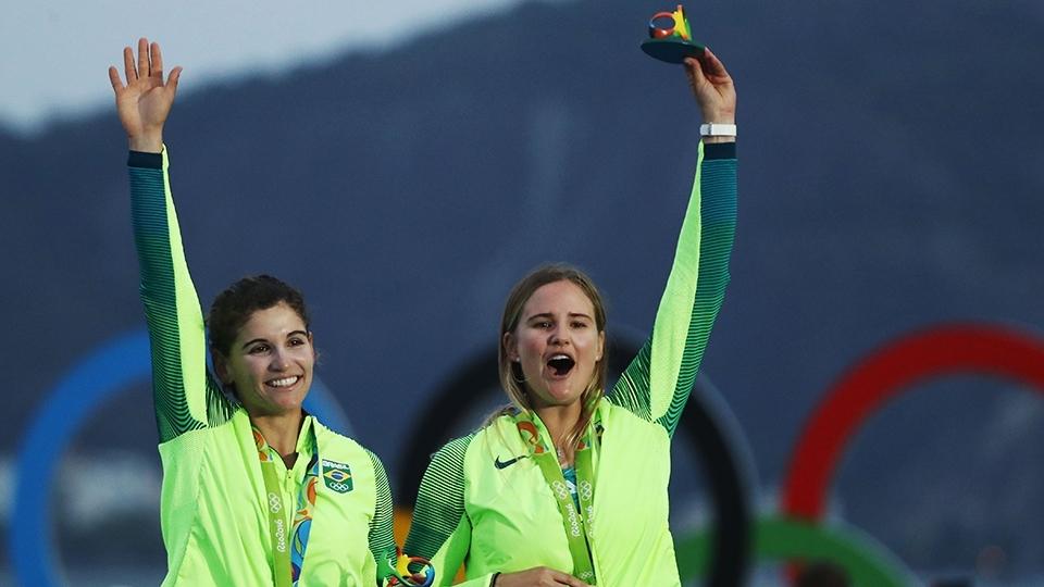 Campeãs olímpicas, Martine e Kahena assumem ponta da etapa final da Copa do Mundo de Vela