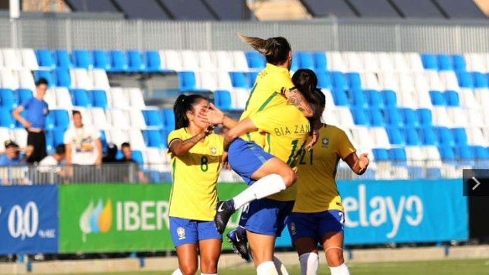 De virada, seleção feminina vence Espanha em amistoso e segue invicta com Emily Lima