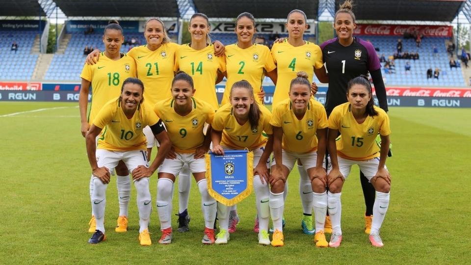 Com gol de Marta, seleção brasileira vence Islândia em amistoso