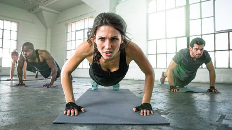Conheça o HIIT, um treino que promove alto gasto calórico durante e até depois da atividade