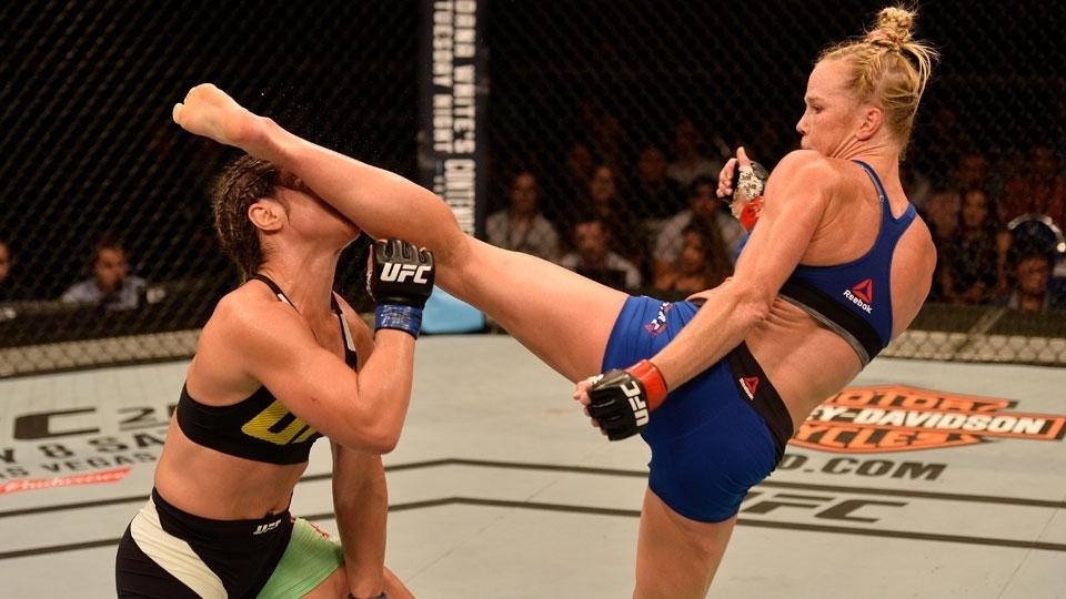 Holly Holm nocauteia Bethe Correia com chutaço e vence no UFC após 1 ano e meio