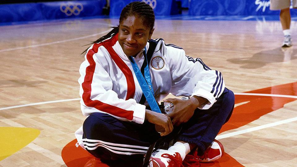 Teresa Edwards ganhou cinco medalhas olímpicas no basquete e pôs a primeira a leilão – e não é pelo dinheiro