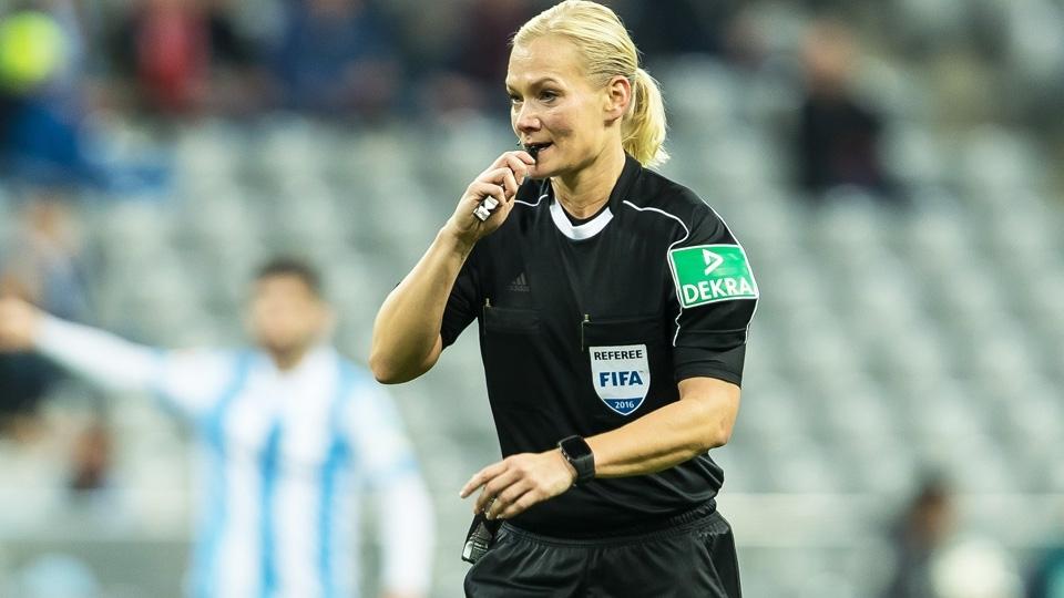 Árbitra é promovida e será primeira mulher a apitar jogo da Bundesliga: 'Sempre foi meu sonho'