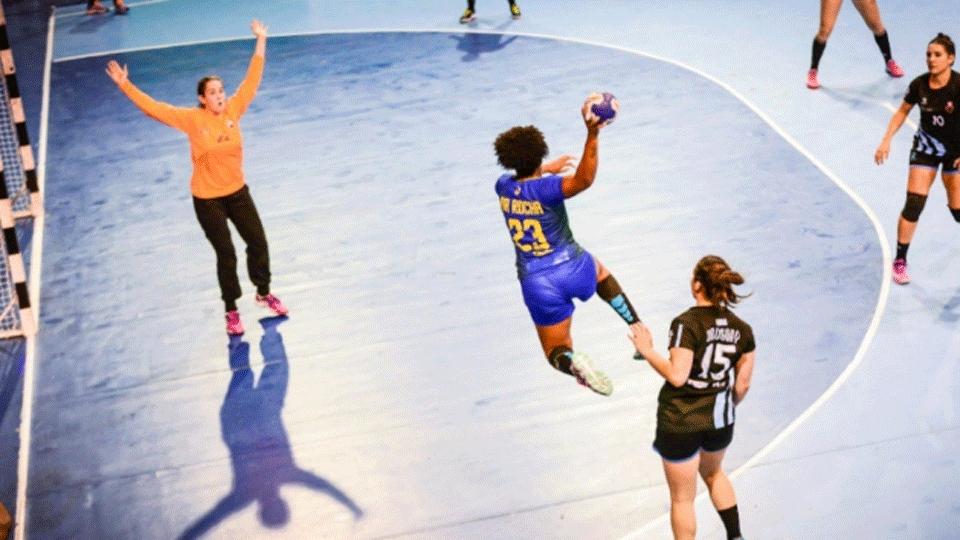 Seleção feminina de handebol vence Uruguai e avança às finais do Pan