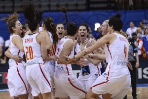 PRAGUE, CZECH REPUBLIC - JUNE 25: Spanish team celebrates the first position during the ceremony of the 2017 FIBA EuroBasket Women at Prague Arena, Prague, Czech Republic on June 25, 2017. (Photo by Omar Marques/Anadolu Agency/Getty Images)