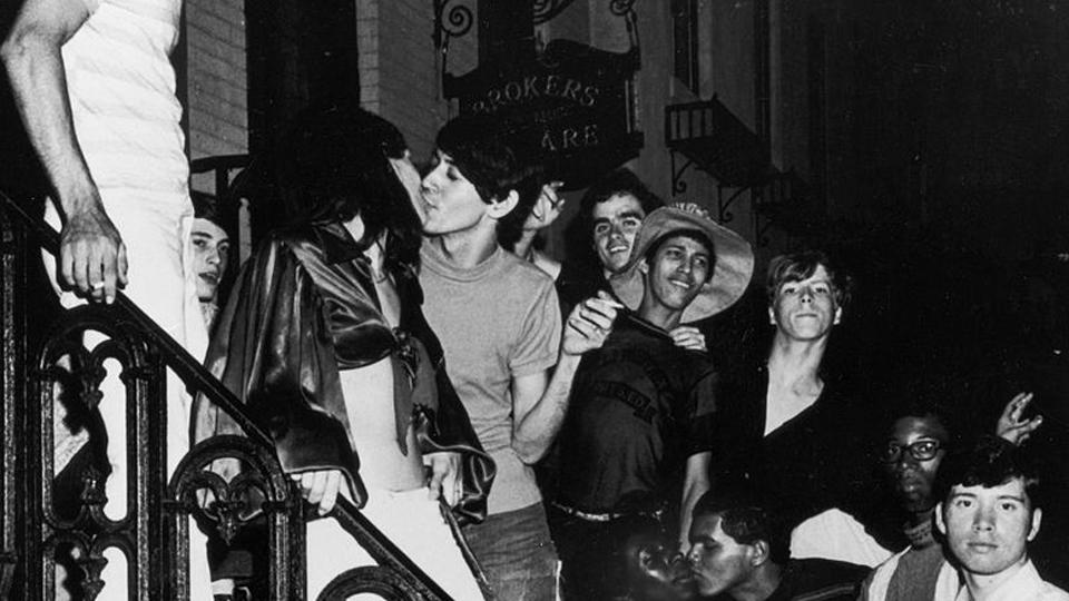 De um bar para o mundo: Revolta de Stonewall, marco inicial das lutas pelos direitos da comunidade LGBT, completa 48 anos