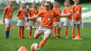 No Soccer Sisters, as meninas aprendem futebol brincando (Divulgação/Aviva's Soccer Sisters)