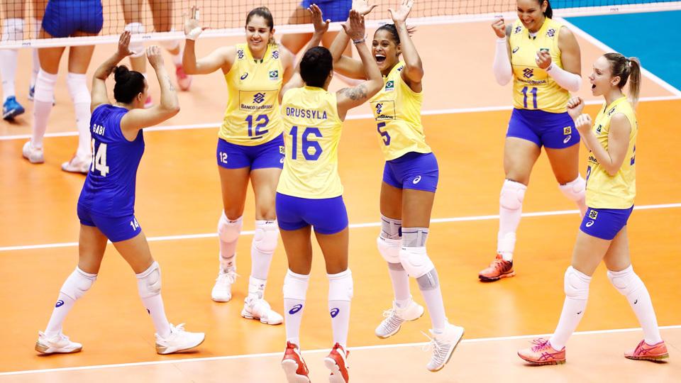Em grande atuação, Brasil bate Sérvia e vence a terceira no Grand Prix de vôlei