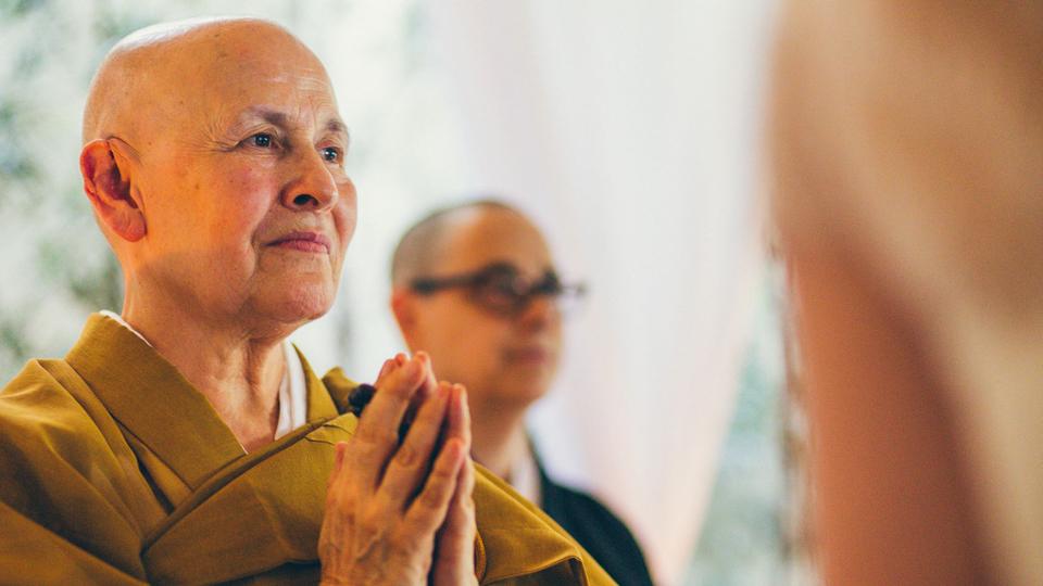 Mulher Inspiradora: A Monja Coen abraçou o budismo e fez da religião um estilo de vida