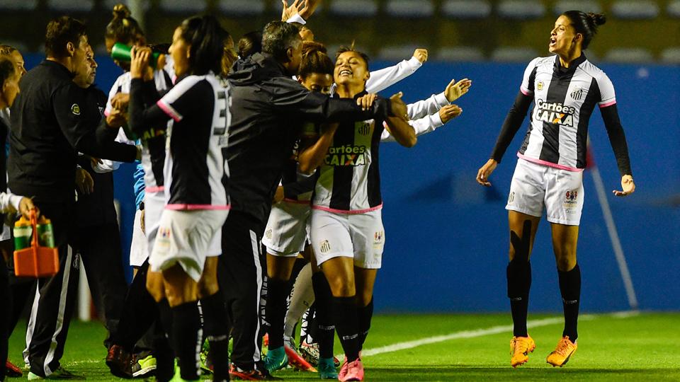 Santos volta a vencer Corinthians e fatura o primeiro título — BRASILEIRO FEMININO