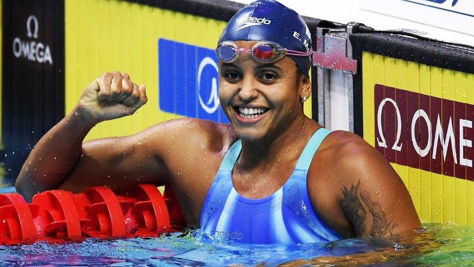 Etiene Medeiros faz história e conquista o ouro nos 50m costas no Mundial