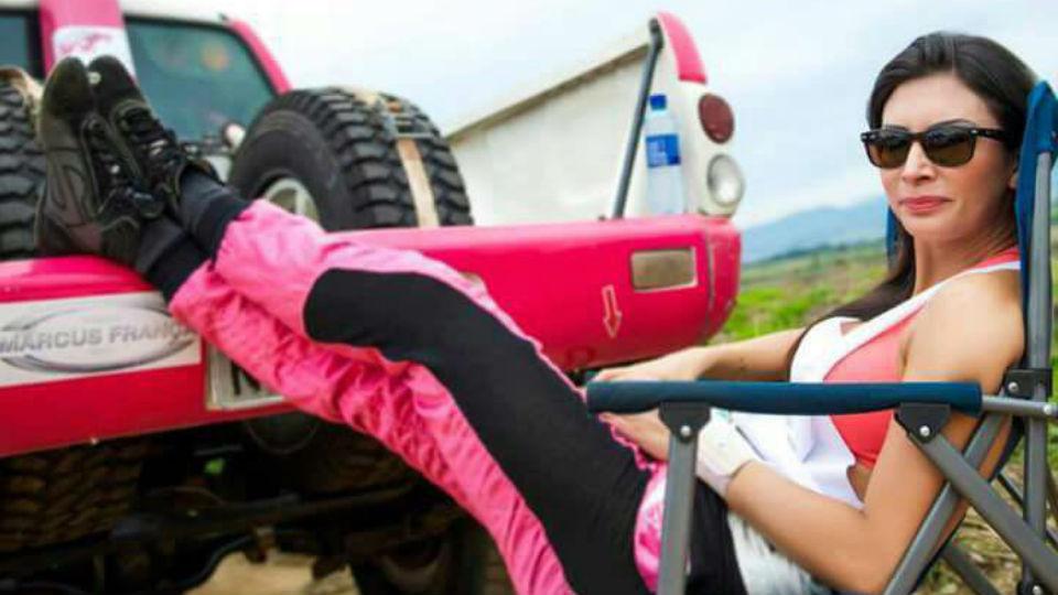 Única mulher do Rally dos Sertões é rainha de bateria e limpava carburador na adolescência